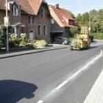 Calenberger Straße in Warburg: Schutzstreifen für Radfahrer markiert