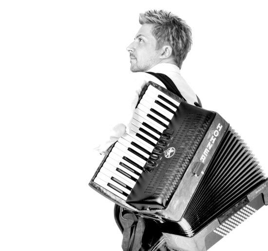 Kommt ins HERBSTHÄUSCHEN in Kassel: Sven Winkel, Lead-Sänger der Madison Eventband | (c) Sven Winkel