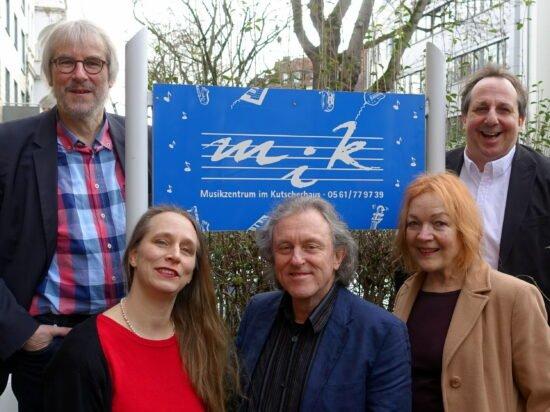 Den Kulturpreis Kassel 2020 in Höhe von 3.000 Euro erhält das Musikzentrum im Kutscherhaus - Kontrapunkt e. V. (von links): Berthold Althoff, Isabell Doll, Hugo Scholz, Jutta Gerling-Haist und Jörg Kleinke. | (c) Stadt Kassel