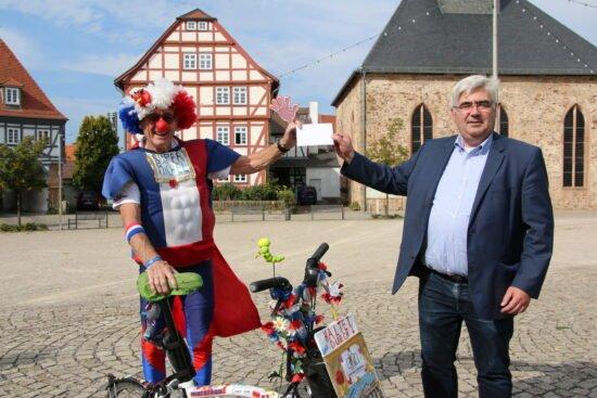Schwalmstadt spendet für krebskranke Kinder
