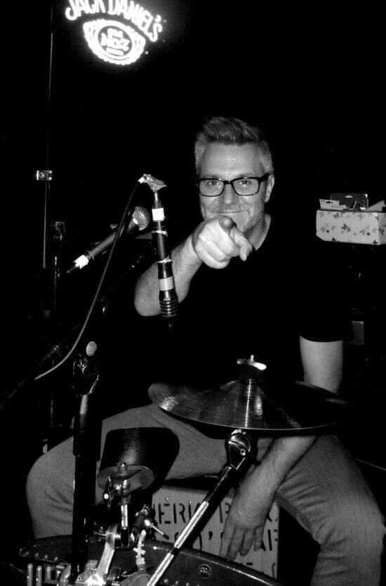 Musiker und Kneipenwirt Sascha Lenz (Hot Legs) hier mal ganz schwarz-weiß | (c) Sascha Lenz