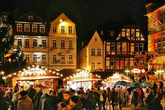 Adventsmarkt Rathaus   (c) Daniela Maurer, Stadtmarketing Marburg e. V.