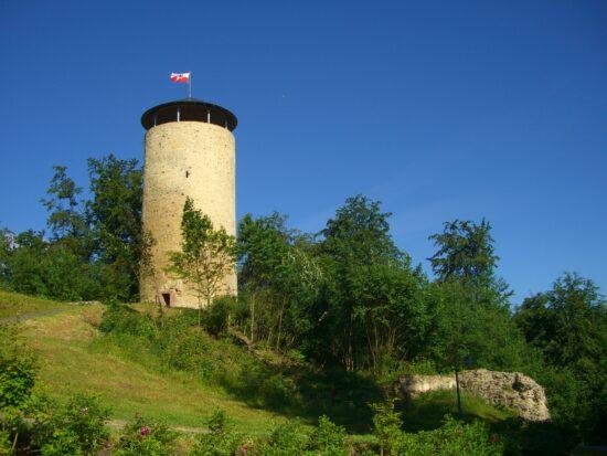 Burgen & Schlösser sind beliebteAusflugsziele in Nord-Hessen: Burgruine Löwenstein in Bad Zwesten | (c) Geminde Bad Zwesten