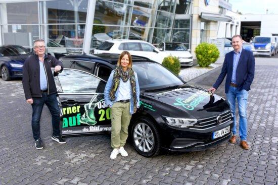 Neues Fahrzeug übergeben: Paderborner Osterlauf bleibt mobil!