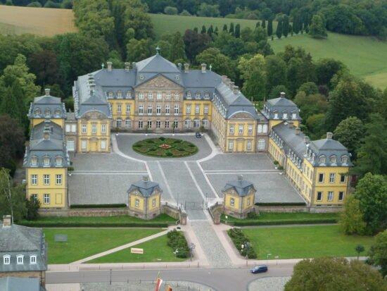 Residenzschloss Arolsen | Geschichtliches: Das Residenzschloss Arolsen wird auch das Versailles Nordhessens genannt, eine barocke Schlossanlage mit allen Ausstattungsmerkmalen einer Residenz vor 300 Jahren. | (c) Stiftung des Fürstlichen Hauses Waldeck und Pyrmont