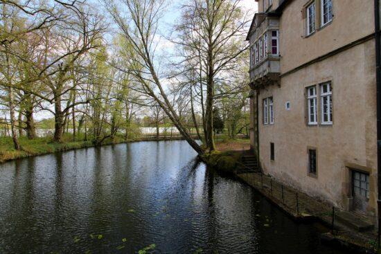 Burgen und Schlösser sind wunderbare Ausflugsziele in NRW & Ostwestfallen:  Wasserschloss Ulenburg in Löhne