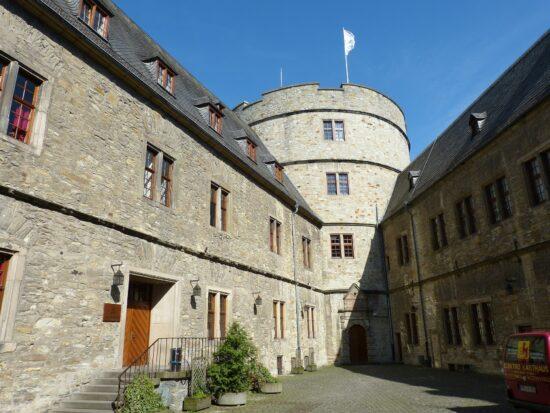Burgen und Schlösser in Nordrhein-Westfalen und OWL als Ausflugsziel: Zum Beispiel die Wewelsburg bei Paderborn   (c) Pixabay