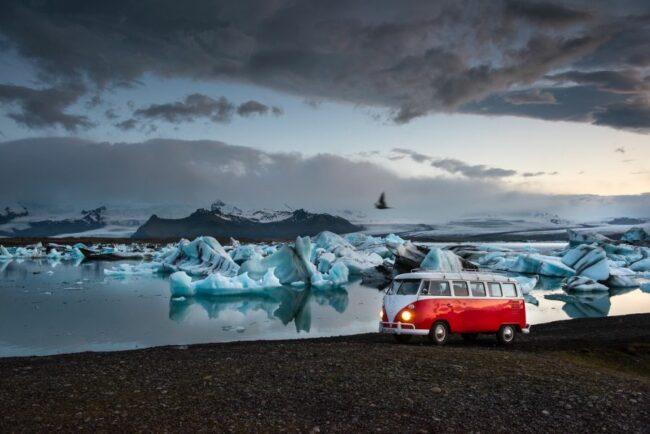 Peter Gebhard reist mit seinem Bulli durch Europa. Diesmal hat es ihn nach Island verschlagen. Anfang 2022 berichtet er in Rietberg über sein Abenteuer.