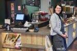Besitzerin Martina Heggemann locker flockig - unverpacktes - Cafe Paderborn