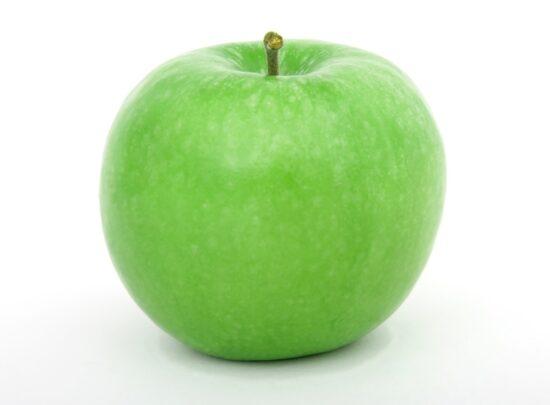 Am 7. April findet der alljährliche <strong>Weltgesundheitstag</strong> statt. Das Thema 2021 lautet »<strong>Gesundheitliche Chancengleichheit</strong>«. Was übrigens auch sehr gesund ist: Ein Apfel! | (c) Pixabay Shutterbug75