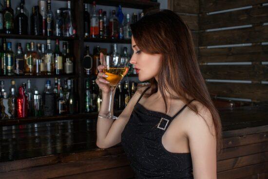 Der Bar Bachelor kommt am 21. April nach Marburg. Die Veranstaltung ist dazu gedacht, dass Student_innen des kommenden Sommersemesters 2021 ihre Kommiliton*innen ganz entspannt kennenlernen können.   (c) Concord90 auf Pixabay