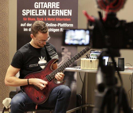 Virtueller Gitarrenkurs mit Guitar Master Plan: So klappt's mit der Rockstar-Karriere!   (c) Guitar Master Plan GmbH