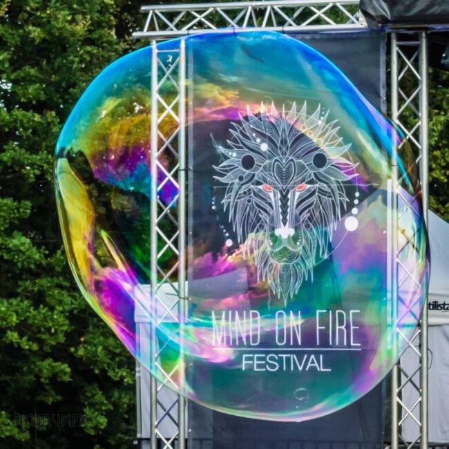 Das Festival Mind on Fire 2021 findet auf jeden Fall vom 12. bis zum 15. August 2021 statt. Du kannst auf ein buntes Programm aus Konzerten von internationalen Bands und Workshops zu den verschiedensten Themen gespannt sein. | (c) Mind on Fire Fotograf Jürgen Staab