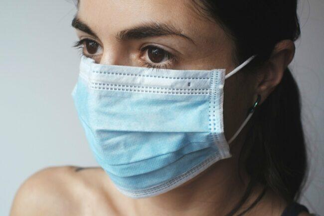 Seit über einem Jahr gehört der Mund-Nasen-Schutz zu unserem Standard-Outfit, private Treffen sind nur stark eingeschränkt möglich. Die Berliner Clubcommission fordert jetzt Open-Air-Veranstaltungen. | (c) Pixabay