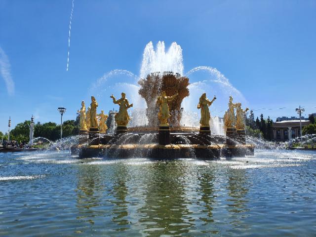Moskau hat viele schöne Ecken, wie den Brunnen der Völkerfreundschaft. Stefan Heilemann plant für Dich eine Vatertagsreise nach Moskau, bei der Du dir die Sehenswürdigkeit anschauen kannst. | (c) Stefan Heilemann
