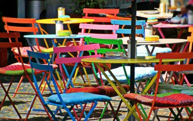 In vielen Bundesländern darf die Außengastronomie nun wieder Gäste bewirten.   (c) Foto: Pixabay - cocoparisienne