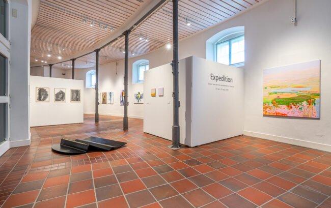 Die Ausstellung »Expedition« im Kunstmuseum im Marstall zeigt die Werke der Dozent:innen der Sommerakademie Paderborn 2021.   (c) Foto Stadt Paderborn