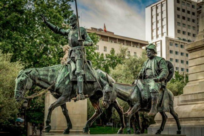 Mit diesem Viedeoprojekt »Don Quijote reloaded« wird die Geschichte von Miguel de Cervantes neu interpretiert. Statue: Don Quijote und Sancha. | (c) Foto: Pixabay - ddzphoto