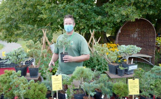 Das Gartenfest Kassel 2021 unter Corona-Auflagen: Der guten Laune der Aussteller kann das nichts anhaben | (c) Evergreen