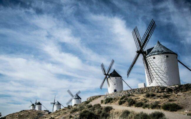 Die Geräusche der Windmühle in Südhemmern sind mit der Musik zusammen zu einer künstlerischen Performance verschmolzen. Außerdem wird die Geschichte des spanischen Abenteurers im Videoprojekt »Don Quijote reloaded« gelesen. | (c) Pixabay - javierAlamo
