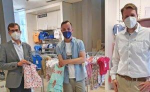 Zur Eröffnung des neuen Modehauses Wilke am Marktplatz (v.l.) Filialleiter Florian Austermühle, Bürgermeister Tobias Scherf und Wirtschaftsförderer Sören Spönlein