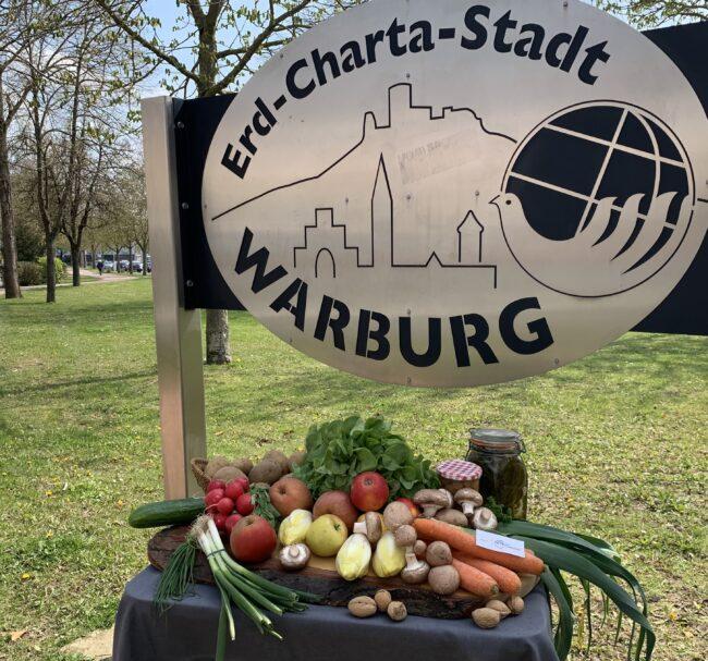 »Jeder Bissen zählt!«: Die Warburger Erd-Charta-Ideenwerkstatt beteiligt sich mit einem Rezeptbuch an diesem Projekt, in dem lokale Lebensmittel-Hersteller vorgestellt werden sollen. | (c) Erd-Charta-Ideenwerkstatt
