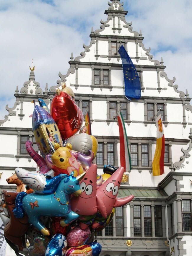 Kunterbunte Luftballons wird's wohl auch wieder beim Herbslibori geben!   (c) Foto: Karl-Michael Soemer auf Pixabay