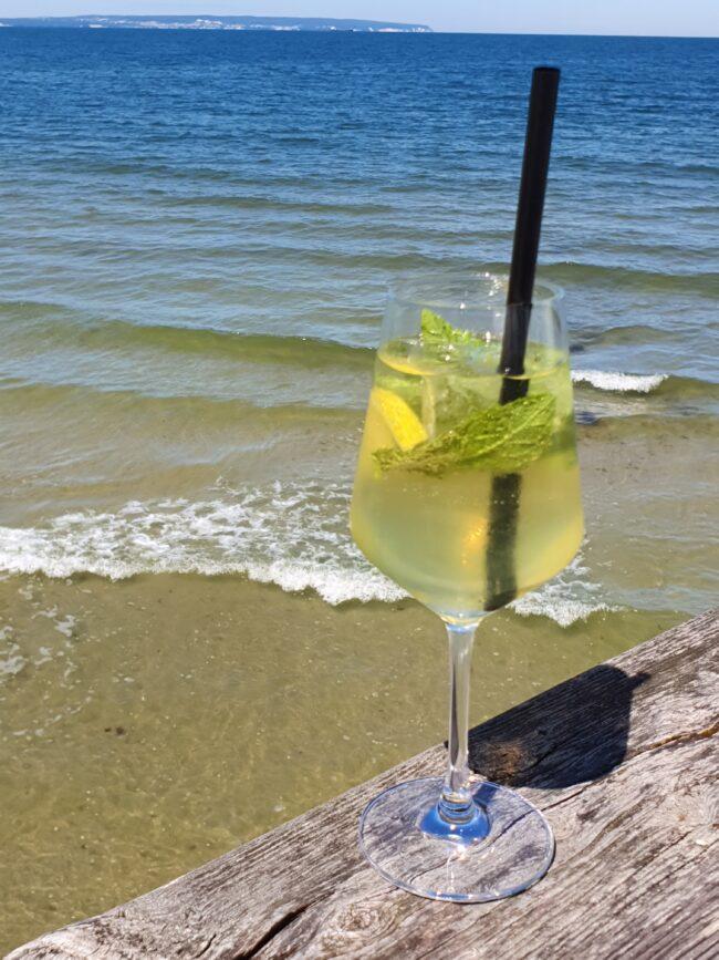 Mit ein bisschen Minze oder Melisse wird der Virenputzer zum absoluten Sommergetränk. | (c) Gasthaus »Zur Alm«