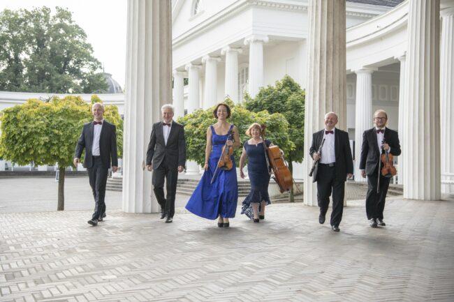 Das Staatsbad-Orchester spielt ab dem 6. Juni wieder regelmäßig im Wandelgang der Wandelhalle. | (c) Foto:  Peter Hübbe