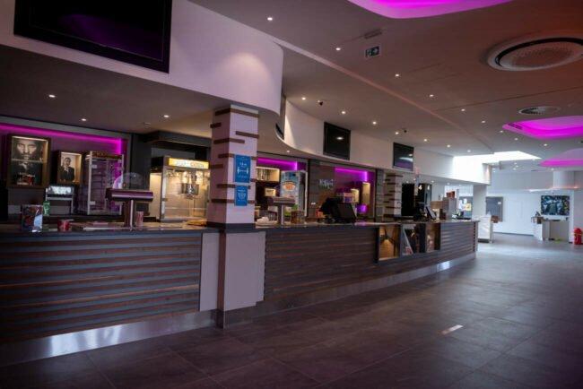Das Cineplex Brilon bereitet sich auf die Wiedereröffnung vor. Am letzten Juni-Wochenende geht's mit einem »Soft-Opening« los, bevor ab 1. Juli der Vollbetrieb anfangen soll. | (c) Cineplex Brilon/Ute Schlinker
