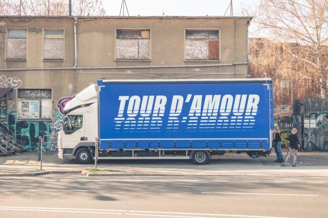 Am 5. Juni 2021 finden alte Gegenstände eine neue Verwendung: Die zweite Tour d'Amour hält im KFZ Marburg und sammelt Sachspenden für Geflüchtete an europäischen Außengrenzen. | (c) Plunchbecken
