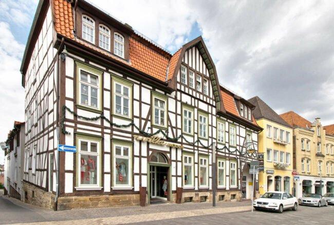 Eine ehemalige Warburger Institution kehrt zurück: Wilke Moden eröffnet wieder unter neuer Geschäftsleitung.
