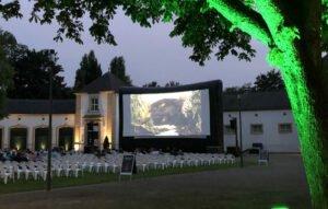 Open-Air-Kino in Paderborn: Warme Sommerabende mit guter Unterhaltung vor traumhafter Kulisse.   (c) Pollux by Cineplex Paderborn