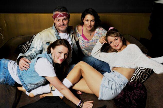 Neue September-Show in der Bar Seibert: Kuschel & Rock! v.l.n.r. Romana Reiff, Sascha Lenz, Jessica Krüger und Clown-Akrobatin Rosie Riot aus Berlin.  (c) Thorsten Drumm