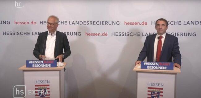 Tarek Al-Wazir und Volker Bouffier haben die neuen Corona-Regeln vorgestellt. | (c) Screenshot/hessenschau