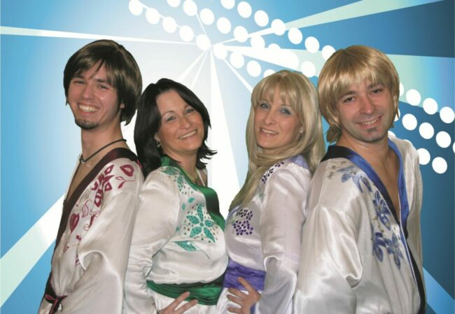 Sweden4ever covert Lieder der berühmten Band Abba.   (c) Schlossfestspiele Biedenkopf