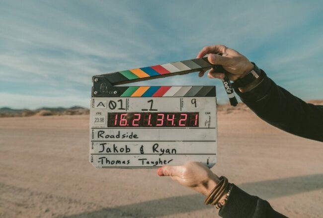 Klappe läuft, Film ab! Das ist wahrscheinlich auch das Motto des Marburger Kamerapreises 2021. Drei Filme unterschiedlicher Natur werden den Zuschauer:innen präsentiert.   (c) Pixabay
