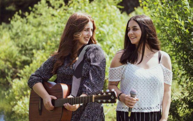 Die Sängerinnen Milena Buck und Melanie Schwalm sind eines der Highlights, die im Spätsommer des Schwälmer Open-Air Sommers noch folgen.   (c) Privat