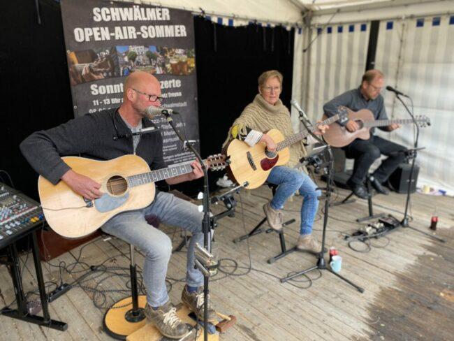 """Ist während des Bauernmarktes in Ziegenhain zu hören: die Gruppe """"Chris and me"""". Foto: Stadt Schwalmstadt"""