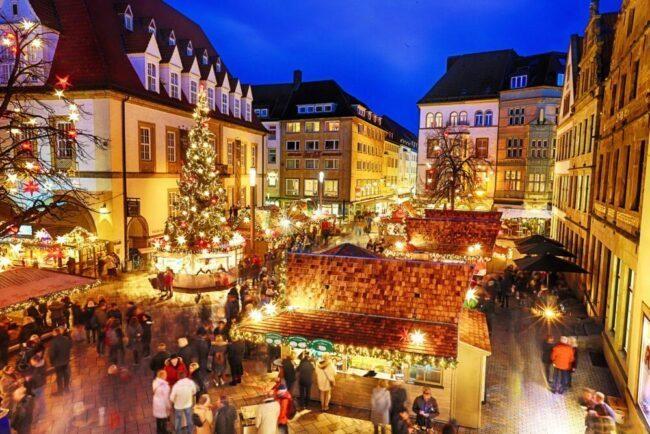 Immer einen Besuch wert: Der Bielefelder Weihnachtsmarkt kann 2021 wieder vollends durchstarten. Mit dabei sind über 100 verschiedene Schmückereien in der ganzen Innenstadt.   (c) Sarah Jonek / Bielefeld Marketing