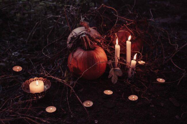 Wie ziehe ich aus Wachs eine Kerze? Das und mehr erfahren Besucher:innen in den Herbstferien 2021 in der Ziegelei Lage.  | (c) Pixabay