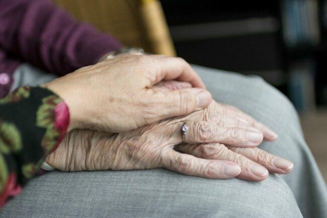 Das Robert-Koch-Institut hat eine Studie zum Thema Gesundheit im Alter erhoben.  (c) Sabine van Erp auf Pixabay