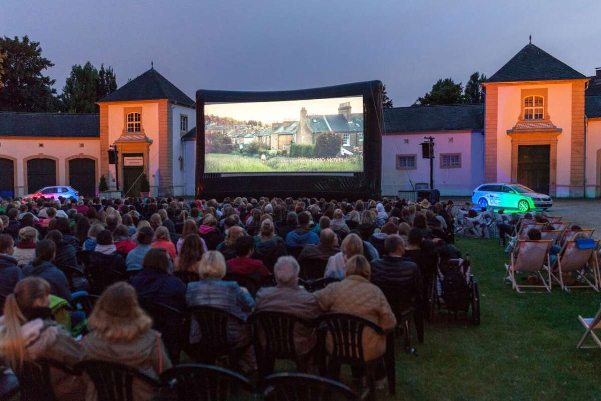Sommernachtskino am Neuhäuser Schloss - Schloss- und Auenpark - Paderborn