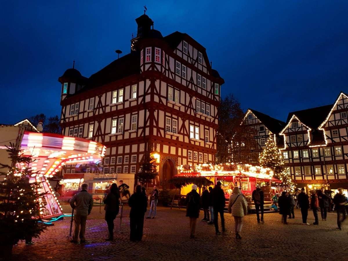 Weihnachtsmarkt im Winterwald
