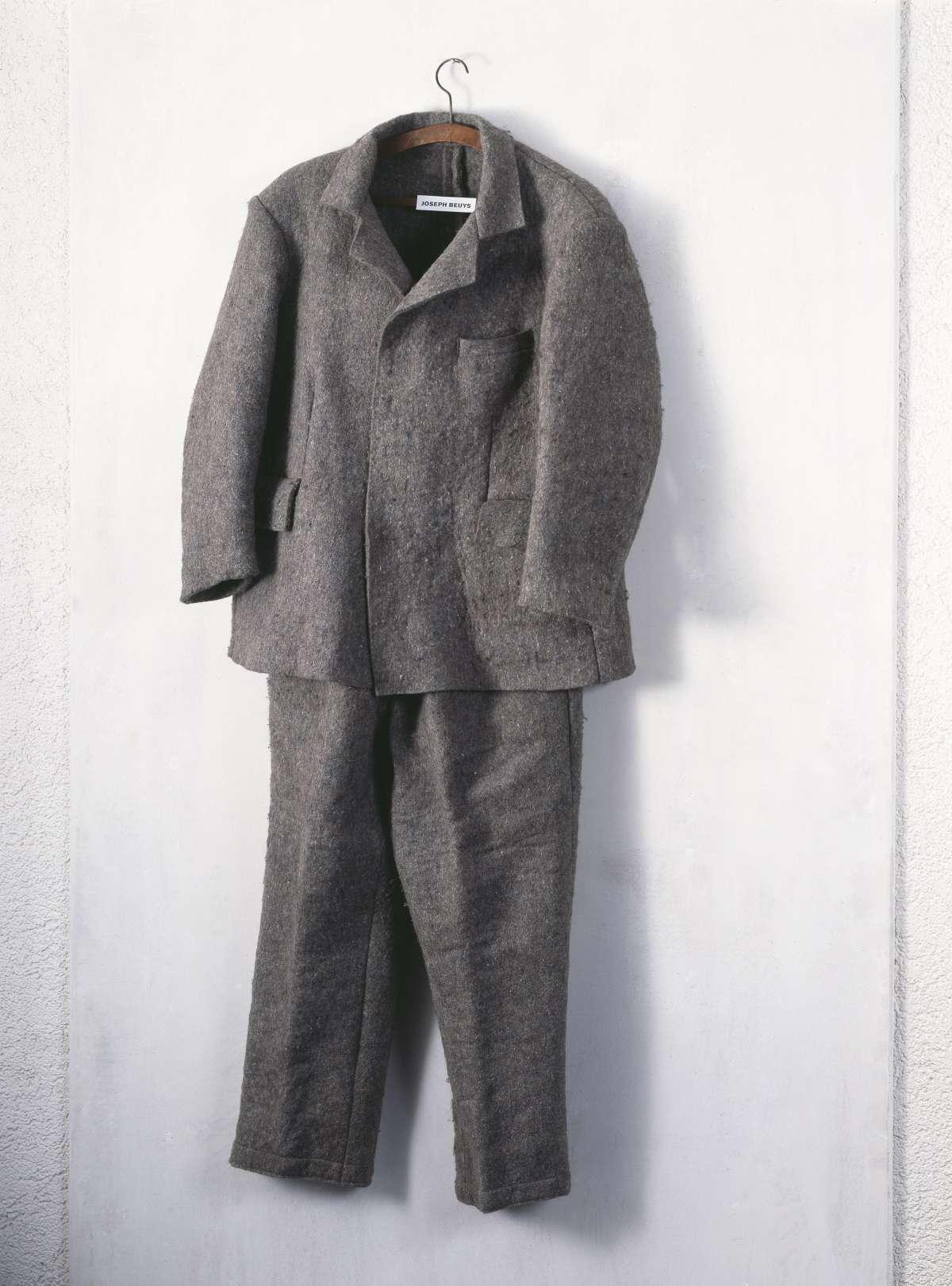 Get dressed!: anziehend Kunst-Kleider und textile Objekte - Städtische Galerie in der Reithalle - Paderborn