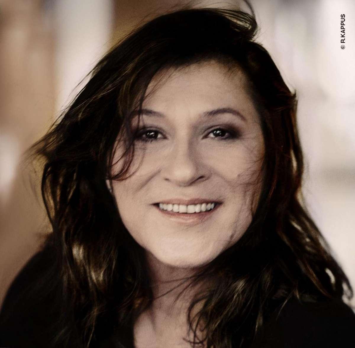 WIRD VERLEGT! Meine geniale Freundin (Originaltitel: L'amica geniale) - Eva Mattes (Lesung) & Etta Scollo (Musik)  - Stadthalle  - Beverungen
